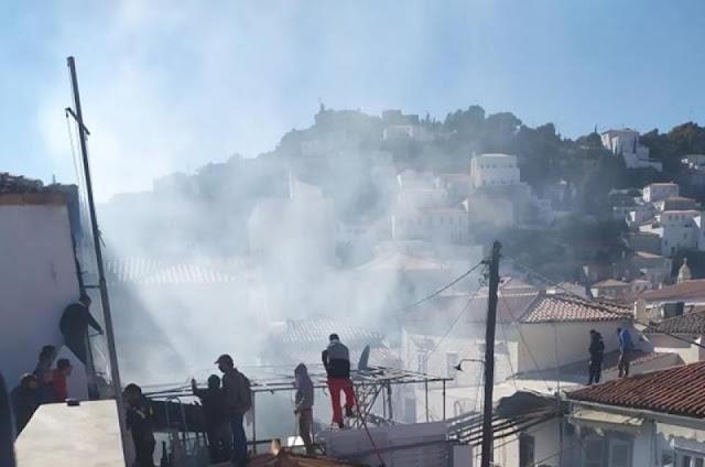 Ανάστατο το νησί της Ύδρας από φωτιά σε ξυλουργείο