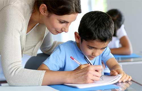 Tahapan Perkembangan Menulis Seorang Anak
