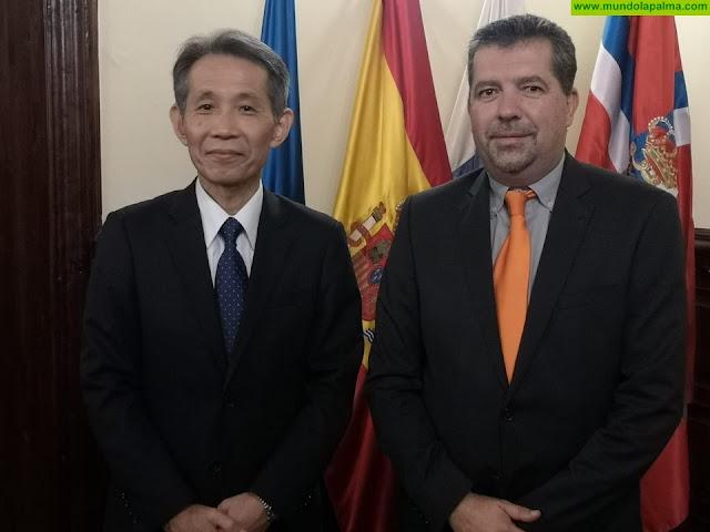 El cónsul de Japón en Las Palmas de Gran Canaria visita el Ayuntamiento de Santa Cruz de La Palma