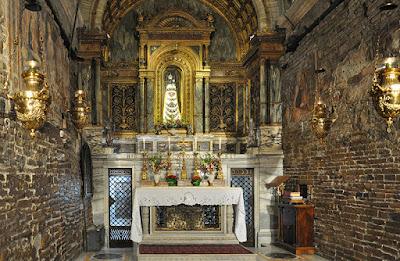 Le pareti della Santa di Nazareth dentro la Basilica di Loreto