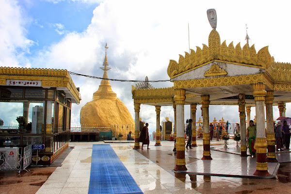 Monte Kyaiktiyo en Myanmar (Birmania)
