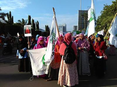 Ratusan Muslimah Kota Semarang Gelar Aksi Gerakan Menutup Aurat