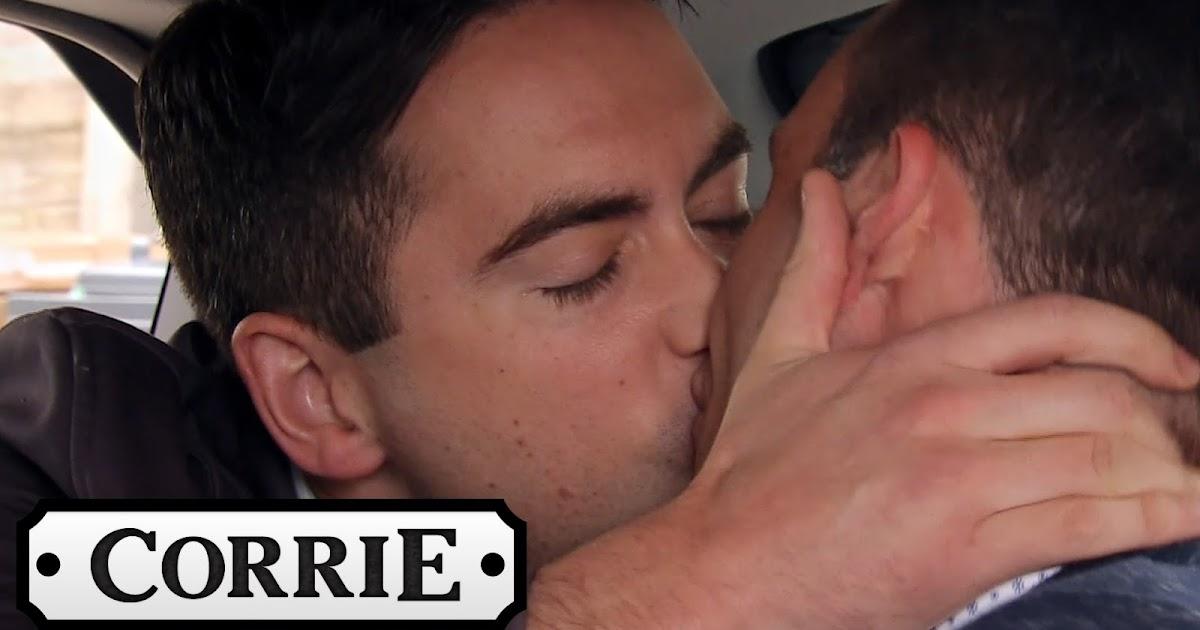 Corrination street gay kiss