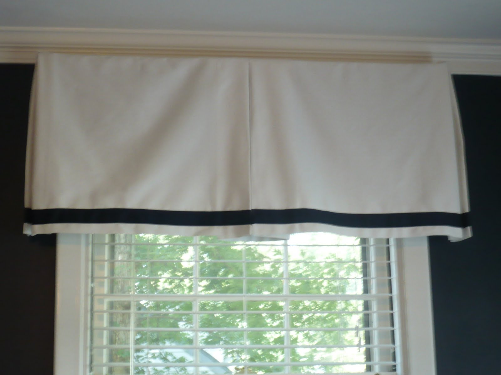 My Daughters Box Room Right Side: Westhampton DIY: Easy Box Pleat Valances (Convert A