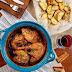 Κόκορας στη γάστρα al pastor με κρητικά βότανα και πατάτες στη λαδόκολλα