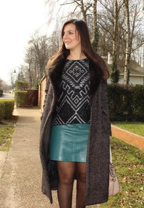 look jupe cuir verte kookai, pull noir, manteau long, escarpins noirs  vanessa wu 8112474ea644