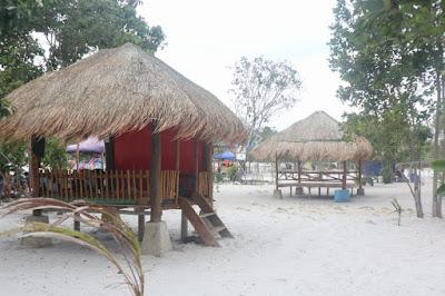 Gazebo Yang disewakan di Area Pantai Reviola Barelang Batam