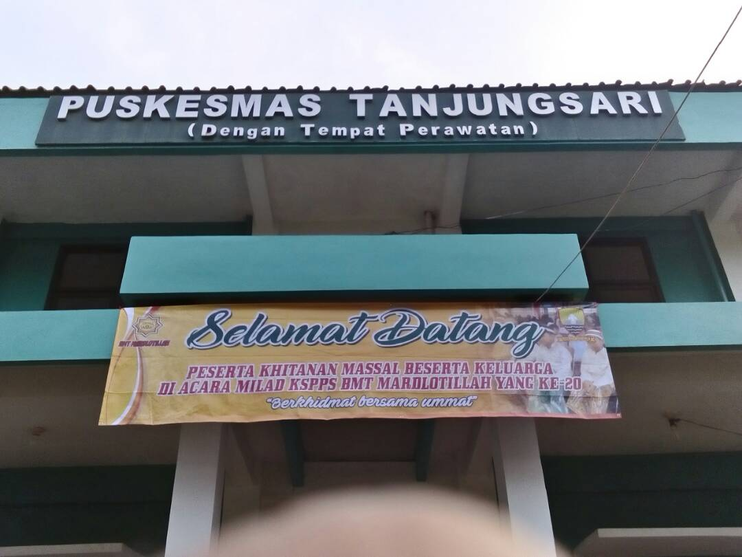 Penyerahan piala kepada pemenang lomba mewarnai tingkat TK RA PAUD Se Kec Tanjungsari Sumedang