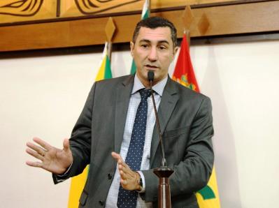 """O deputado não é da base e não é da oposição, o deputado é do povo"""", diz Jesus Sérgio ao pedir relatório sobre obras em execução no Acre"""