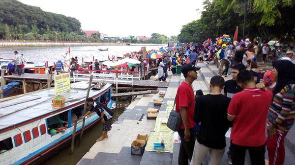 Pasar Kuliner Tepi Sungai Martapura