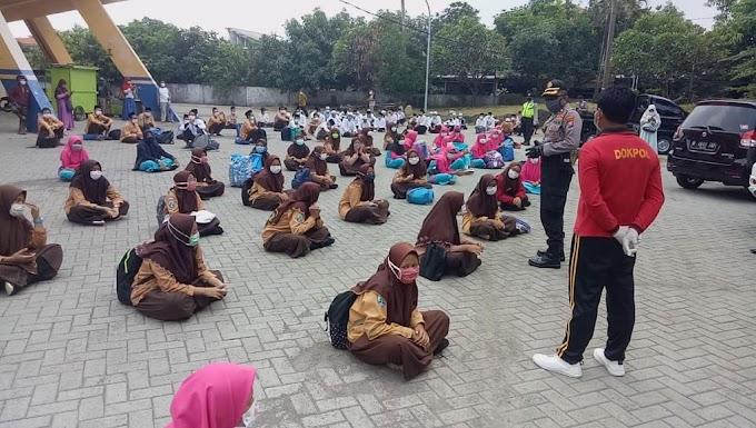 Polresta Sidoarjo Lakukan Pengecekan Kesehatan Antisipasi Covid-19 Kedatangan Ratusan Santri Ponpes Amanatul Ummah