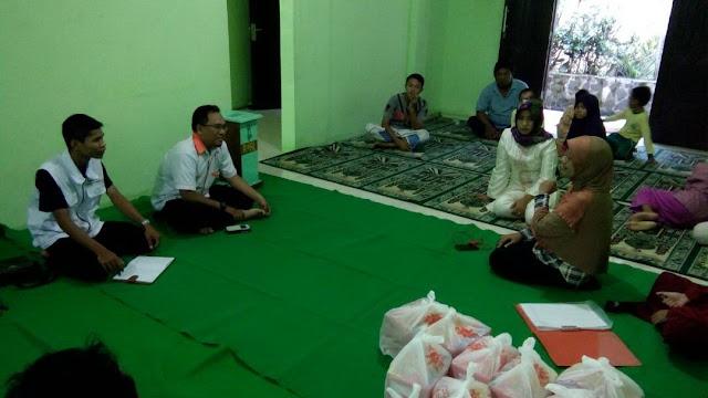 Indri menjelaskan tentang kondisi anak yatim dhuafa binaannya
