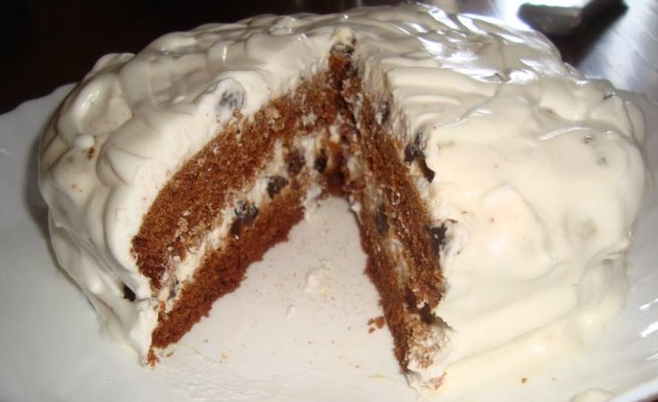 """Торт-медовик на скорую руку """"Гости на пороге"""" со сметанным кремом и черносливом"""
