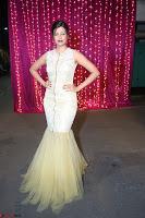 Hamsa Nandini in stunning Sleeveless Designer Gown at Zee Telugu Apsara Awards 2017 12.JPG