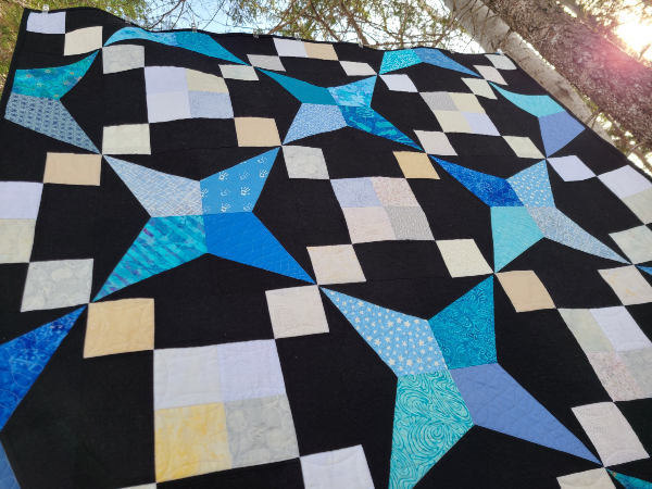 Stand Out Starburst quilt pattern | DevotedQuilter.com