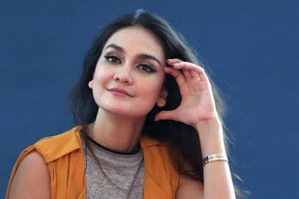 Tampil Modis Saat Liburan, Fose Luna Maya Jadi Sorotan: Pantesan Harga Cabe Jadi Mahal!