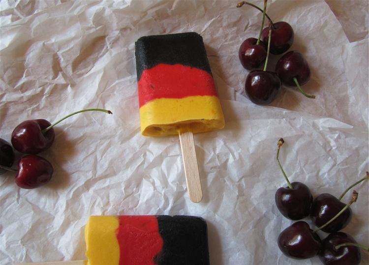 Joghurt-Kirsch-Eis im Deutschland-Look 2