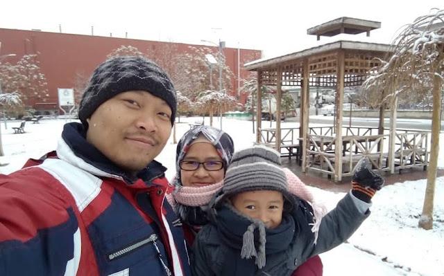 Orang Desa Main Salju di Tanah Anatolia Konya Turki