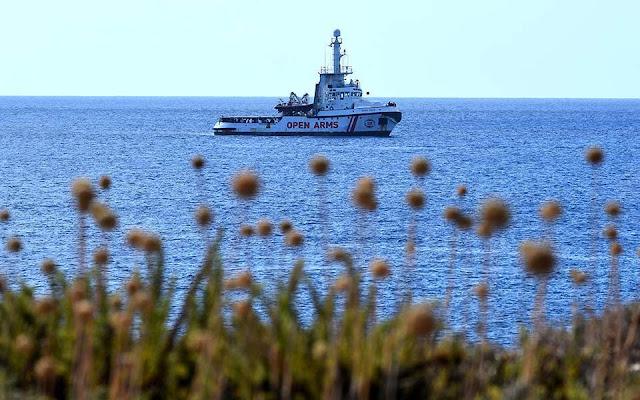 Λέσβος: Κάτοικοι εμποδίζουν πλοίο ΜΚΟ να ελλιμενιστεί