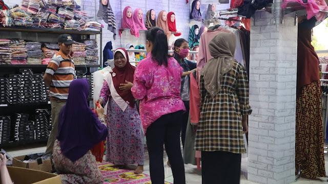 Selain itu Toko Baju Cilacap MurahSenyum.com ini juga Membuka peluang untuk  anda bersama menjadi pengusaha bisnis baju murah seperti pakaian anak f4efcf6f1b