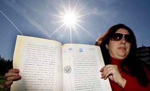 Wanita Ini Klaim Sebagai Pemilik Matahari, dan Meminta Manusia Membayar Jasa Pemakaian