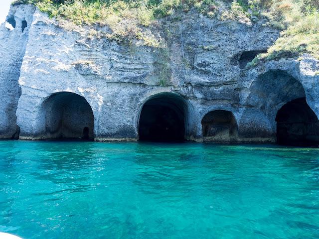 Grotte di Pilato, Murenai, Ponza @Valeriaderiso