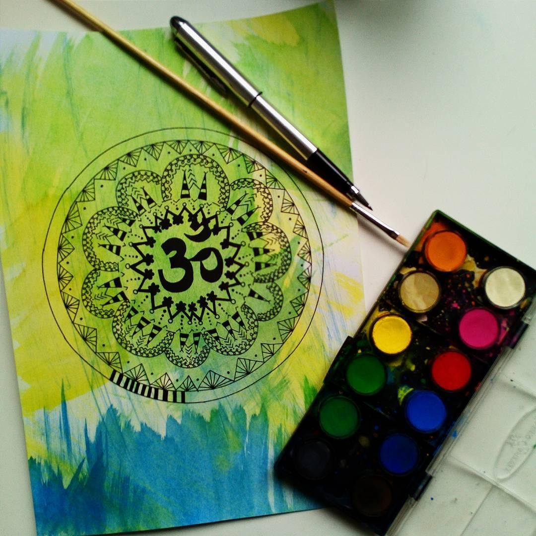 Ručně kreslená mandala se znakem OM