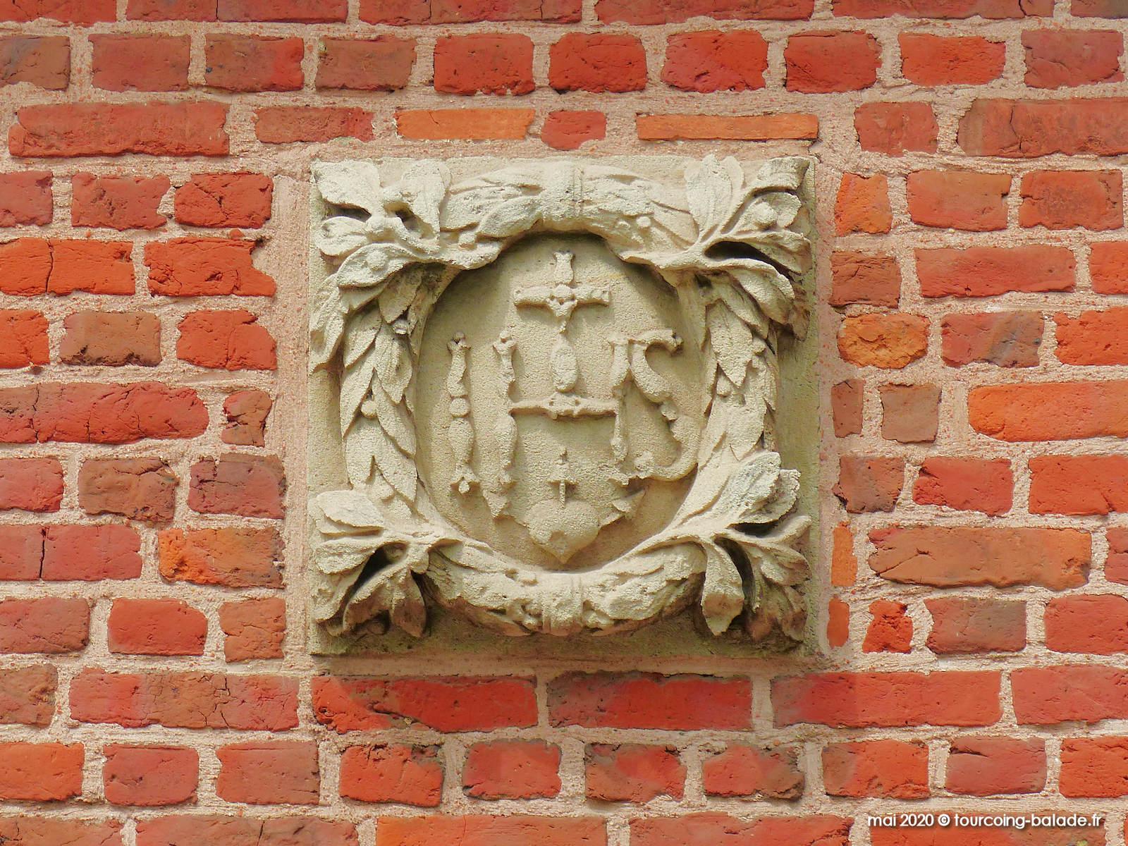 Monogramme IHS Chapelle ND des Malades, Mouvaux