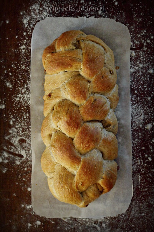 My Diverse Kitchen - Food & Photography From A Vegetarian Kitchen In India : We Knead To Bake #35 : Cinnamon & Raisin Challah