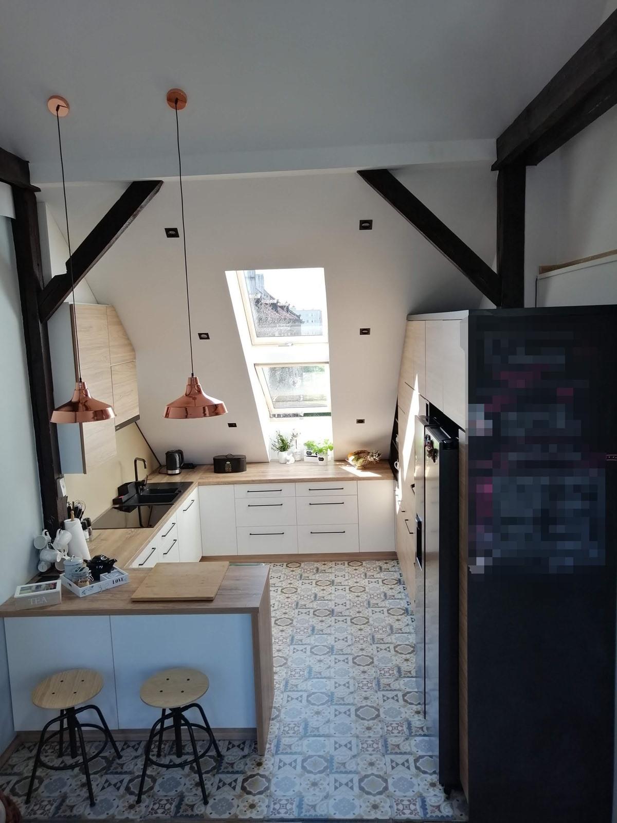kuchnia biało drewniana