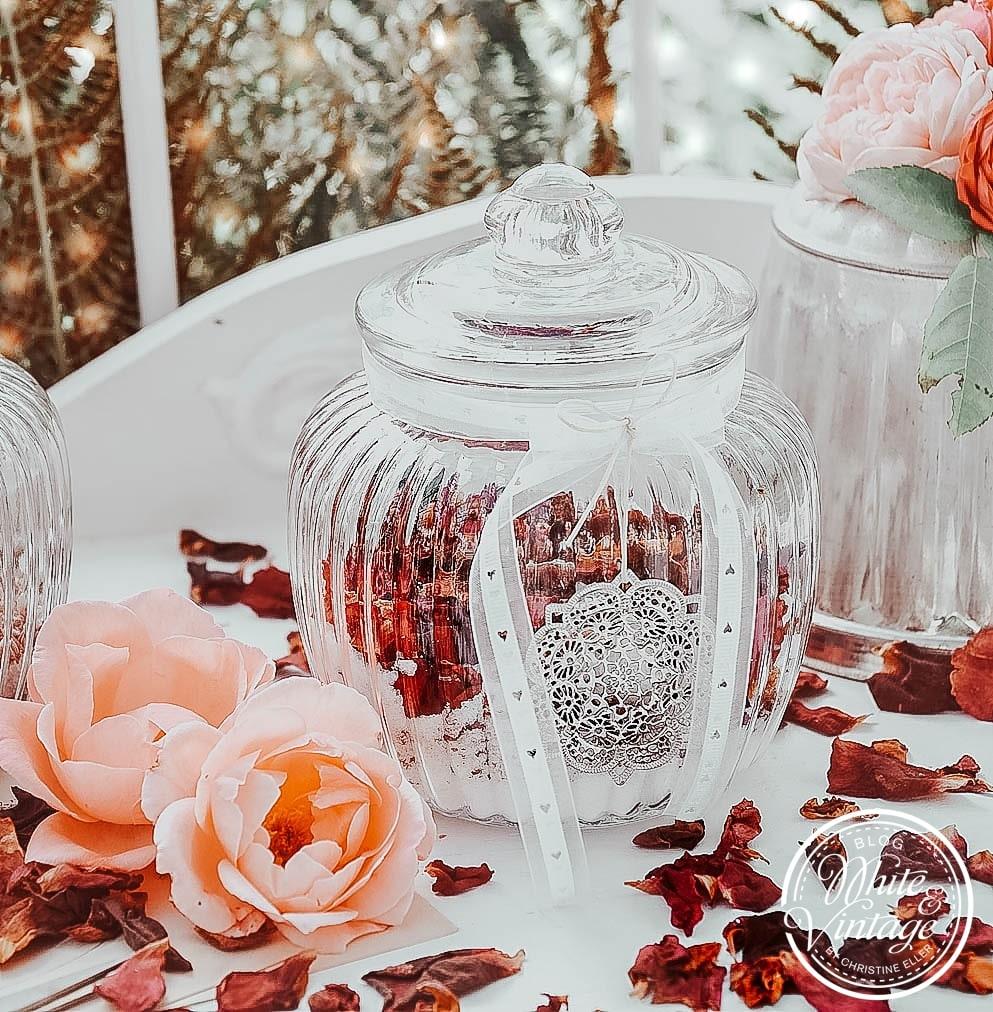 DIY-Weihnachtsgeschenk Rosenblüten-Badesalz
