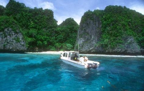Tempat wisata crystal bay beach di Nusa penida