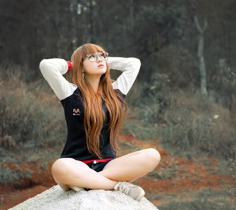 Girl Hàn Tạo Dáng Với Thiên Nhiên