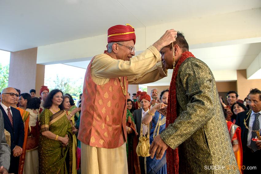 Indian Wedding Photography Baraat Milni at Eagle Crest Marriott Bridal Jewelry SudeepStudio.com Ann Arbor South Asian Indian Wedding Photographer