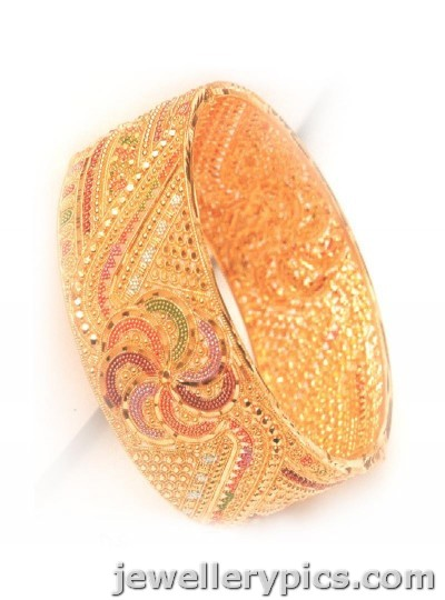d1eec900387e3 jewelry: Gold broad | wide bangle deisgns from Saravana stores Chennai