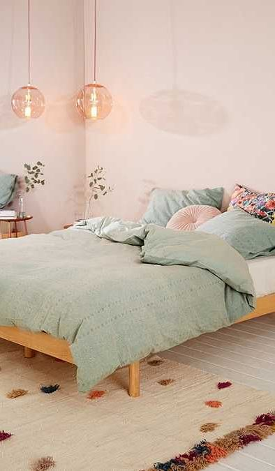 pink bedroom design idea