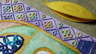 Tenture en aquarelle, fil tendu et motifs en frivolité, dentelle aux navettes