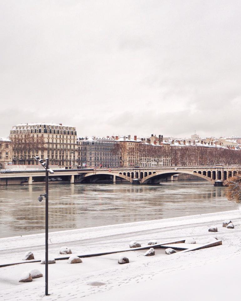 Profiter de l'hiver - la ville de Lyon sous la neige
