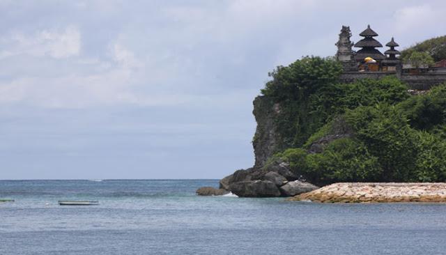 Menikmati Keindahan Pantai Geger Di Pulau Bali