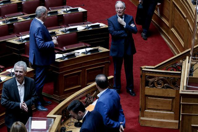 Πώς ευτέλισαν τη Βουλή: Καρέ – καρέ οι διάλογοι της ντροπής