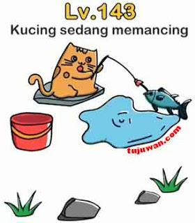 Kucing sedang mancing berhasil dapat ikan