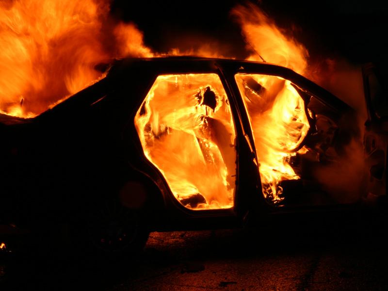 На дороге в Черниговской области в автомобиле сгорел мужчина