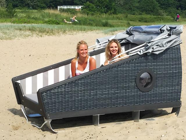 Luxurios am Strand schlafen. Der Schlaf-Strandkorb