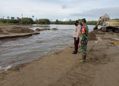 Atasi Banjir, Forkopimcam Johan Pahlawan Gerak Cepat Buka Suak Yang Tertutup Pasir