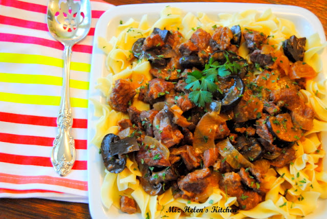 Slow Cooker Bella Beef Tips at Miz Helen's Country Cottage