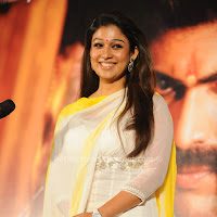 Nayantara cute smile picturs