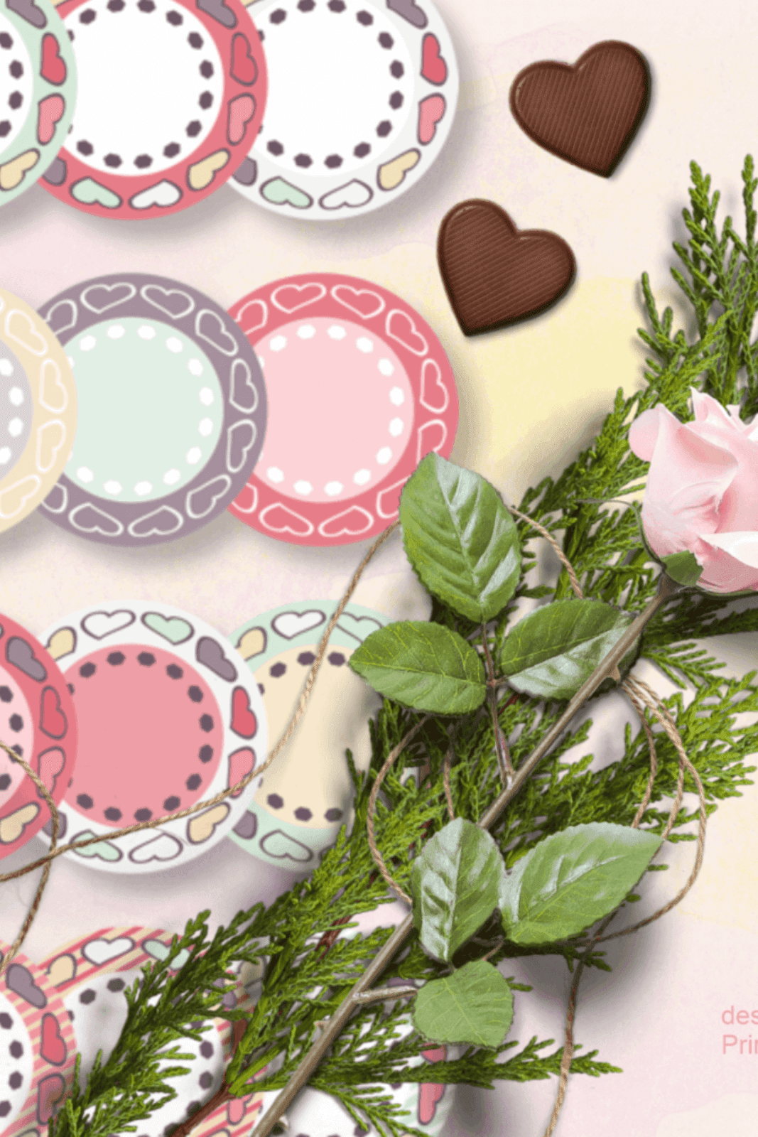 ROUND FRAMES WITH HEARTS