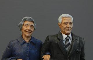 statuette ritratti coppia di anziani modellini personalizzati milano orme magiche