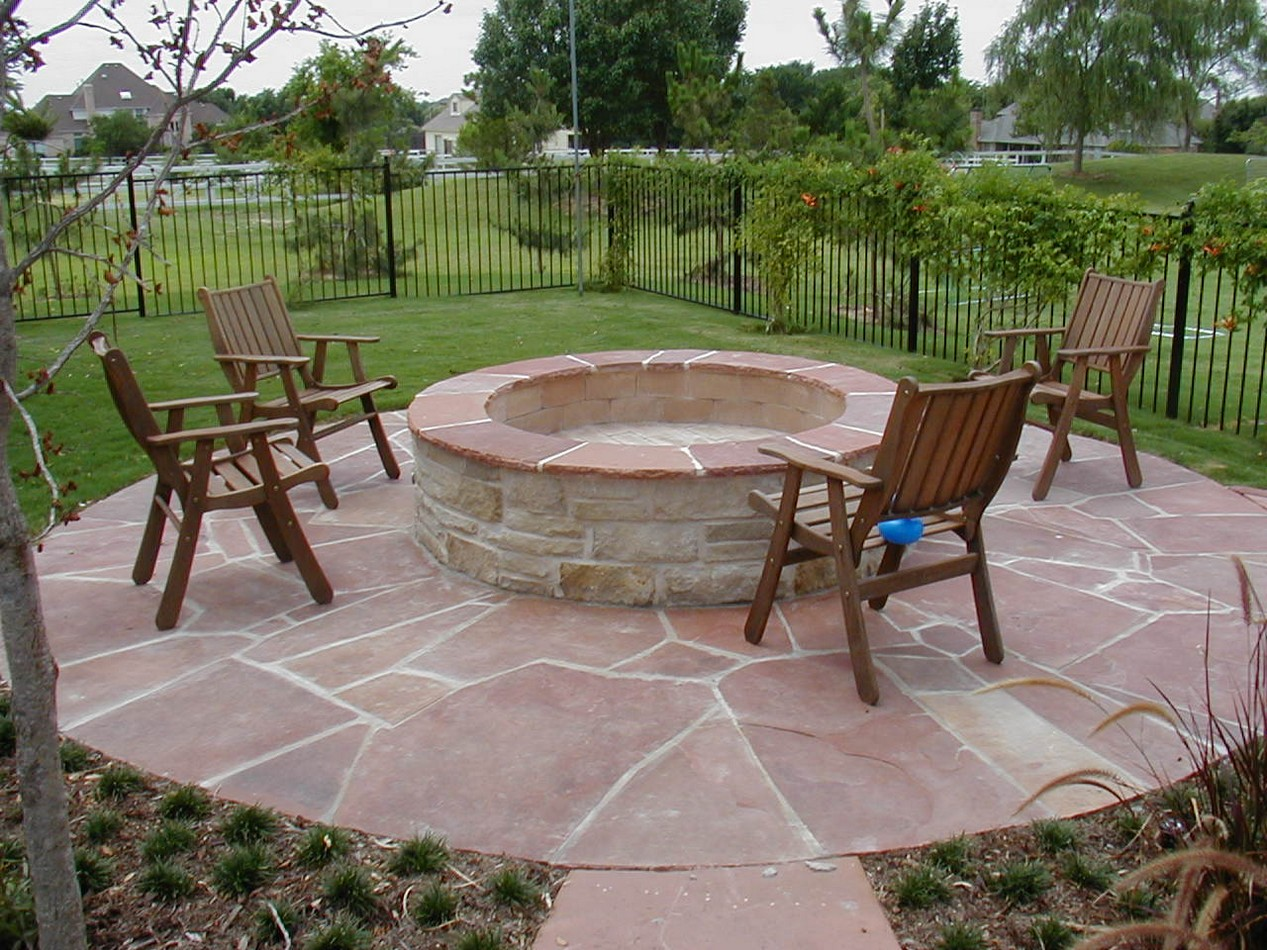 Backyard patio designs with fire pit
