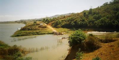Kroong Pô kô, đoạn cầu Kroong cũ. Nơi dòng sông chảy ngược
